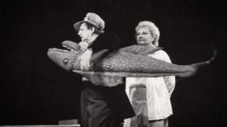 «Teātris.zip» īpašā izlase: Nacionālā teātra izrāde «Bezkaunīgie veči» (1995)