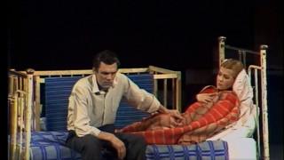 «Teātris.zip» īpašā izlase: Dailes teātra izrāde «Uzticības saldā nasta»