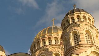 Nakts Lieldienu dievkalpojums no Rīgas Kristus Piedzimšanas katedrāles