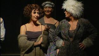 «Teātris.zip» īpašā izlase: Dailes teātra izrāde «Precības» (2000)